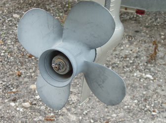 High-thrust 4-blade propeller